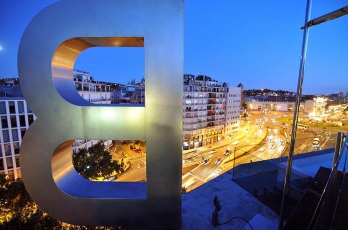 B Hotel facade (4)