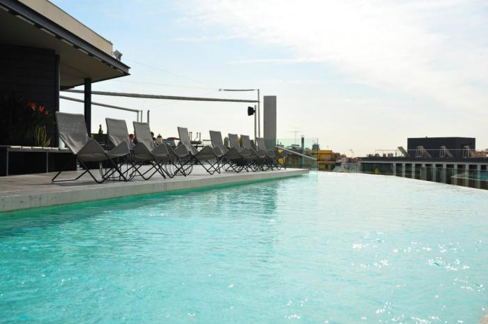 B-Pool B-Hotel