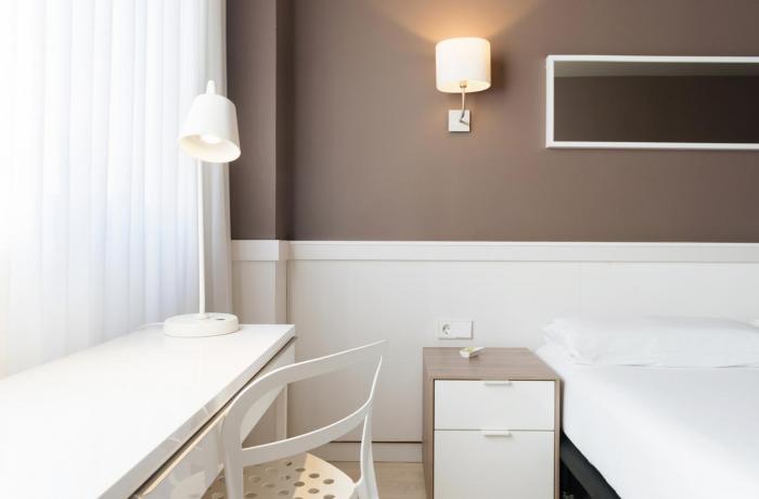Basic Detail - Hotel Paral·lel