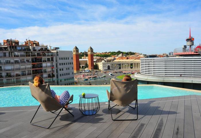 B Hotel Con Piscina Y Terraza En Plaza España