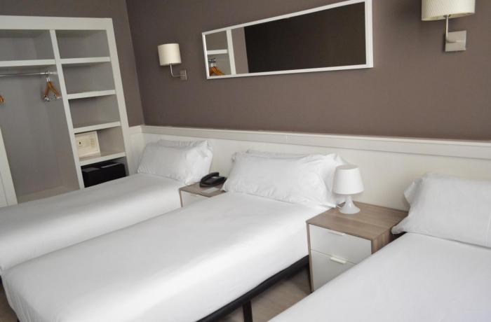Habitación Triple - Hotel Paral·lel