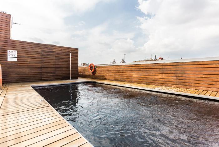 H tel avec piscine et terrasse dans l 39 eixample - Barcelone hotel piscine interieure ...